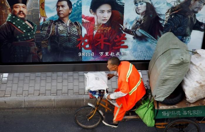 """أشاد بقوات أمن ترتكب انتهاكات جسيمة بحق """"الإيغور"""".. فيلم Mulan يثير الجدل وحملات واسعة لمقاطعته"""