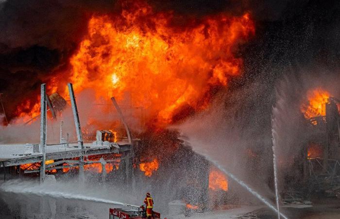 الإدعاء على المتسببين بحريق المرفأ
