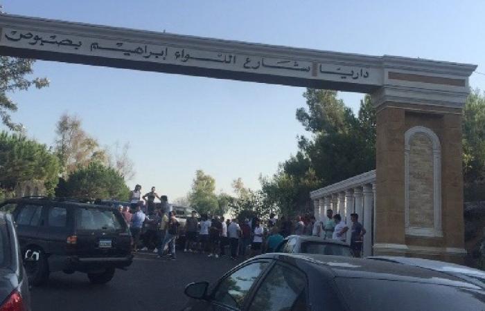 توقيف شبان من داريا.. والاهالي يقطعون الطريق العام