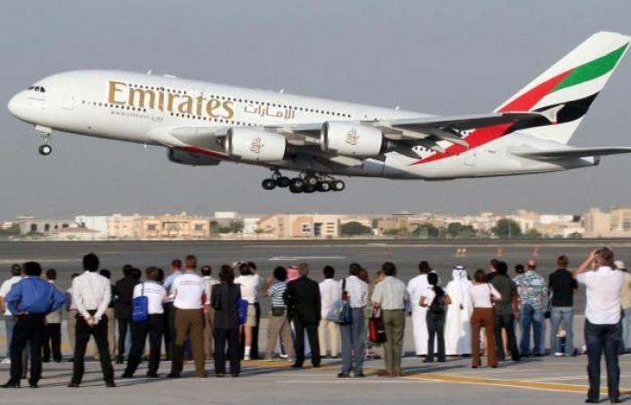 """""""طيران الإمارات"""" تنوي إنتاج وجبات """"كوشر"""" للمسافرين الإسرائيليين"""