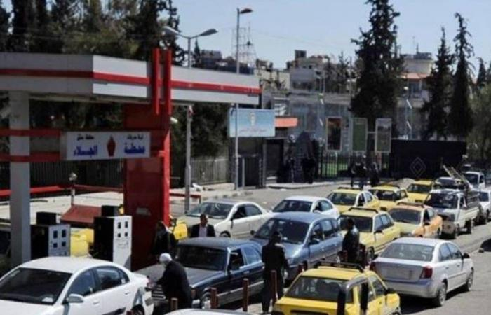 """الليرة اللبنانية """"دولارات طازجة"""" في سوق سوريا السوداء"""