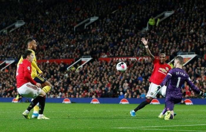 تأجيل عودة الجماهير إلى ملاعب كرة القدم الإنجليزية