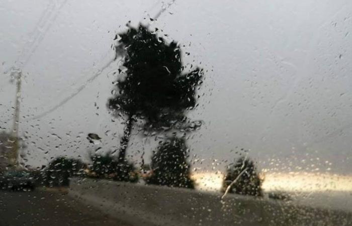 برد ورعد وأمطار متفرقة