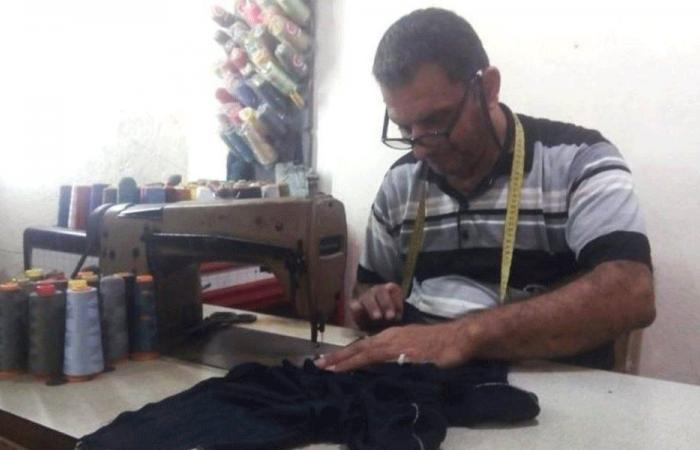 الخياطة: مهنة ينعشها الفقر.. إصلاح وترقيع بدلاً من الجديدة