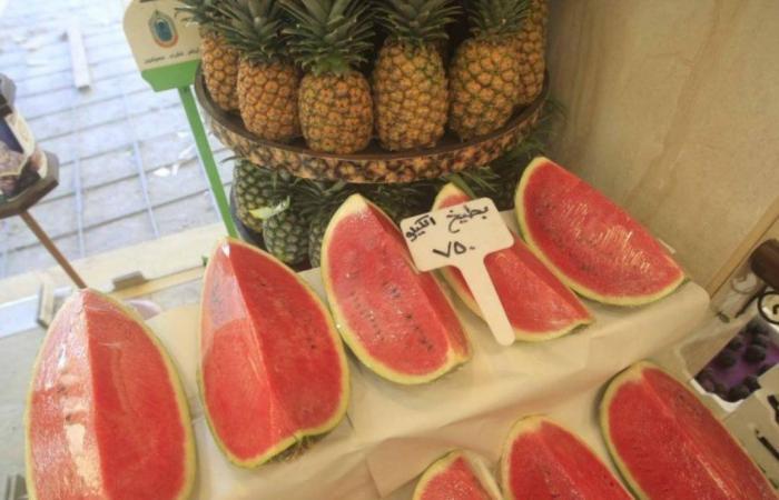 بيع الفواكه بالحبّة بسبب الغلاء