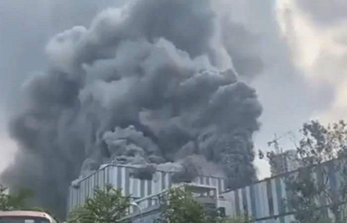 """احتراق مبنى تابع لشركة """"هواوي"""" في الصين (فيديو)"""