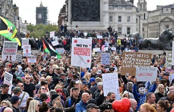 """تظاهرات ضخمة في لندن احتجاجاً على قيود """"كورونا"""""""