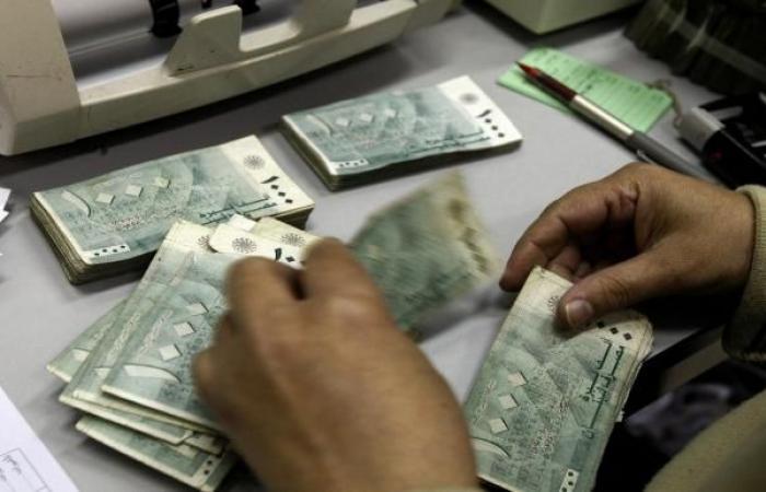 الأزمة السياسية اللبنانية تعمّق انهيار الليرة