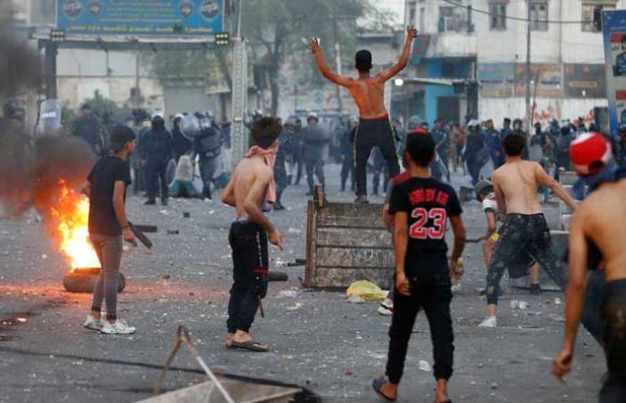 """""""بعدنا نريد وطن""""… العراقيون إلى الساحات بذكرى الثورة"""