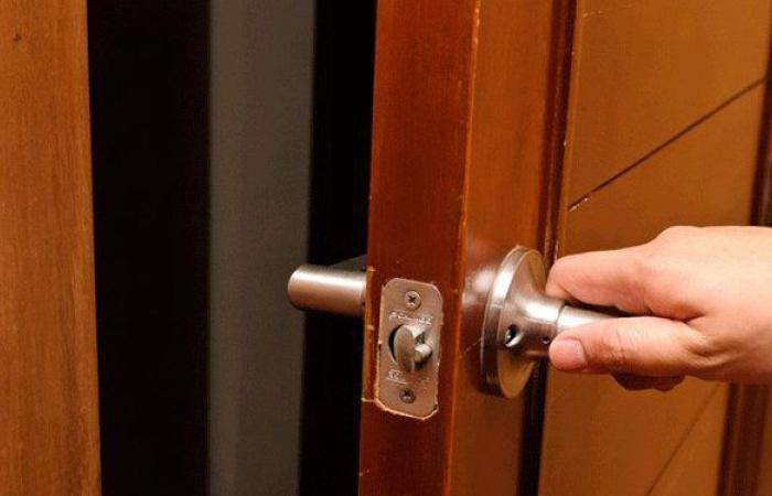 مجهولون خربوا قفل باب مركز ضمان حلبا