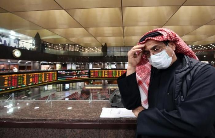 الأسهم الكويتية تتلقى ضربة عنيفة والدينار يهبط مع إعلان وفاة الأمير