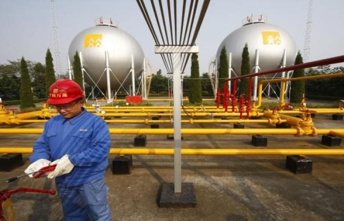 النفط يواصل تراجعه مع ارتفاع إصابات كورونا