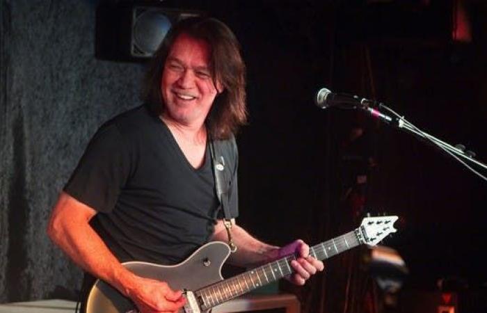 موسيقي شهير يخسر معركته مع السرطان عن 65 عاماً