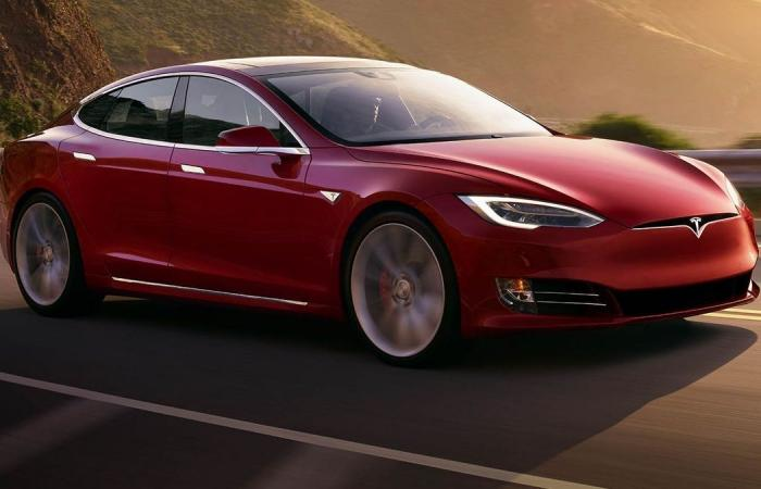 تيسلا تُخفّض أسعار Model S في الولايات المتحدة والصين