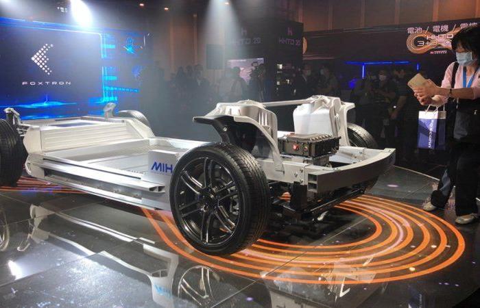 """فوكسكون تريد أن تصبح """"أندرويد"""" السيارات الكهربائية"""
