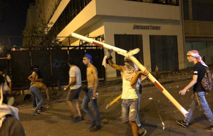 مواجهات بين محتجين والقوى الأمنية في وسط بيروت