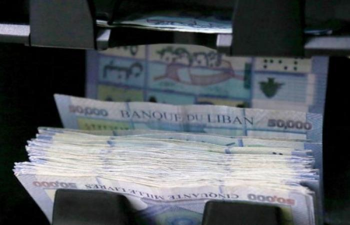 الدولار يواصل هبوطه في لبنان مسجلاً 7400 ليرة
