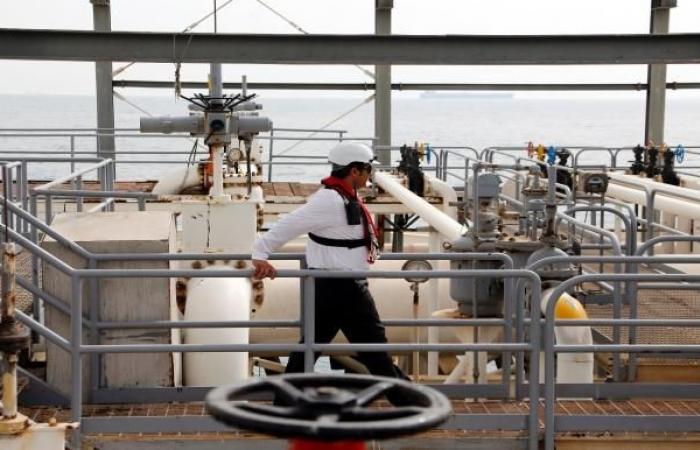 إيران توسّع آلية مقايضة النفط بالسلع الأساسية