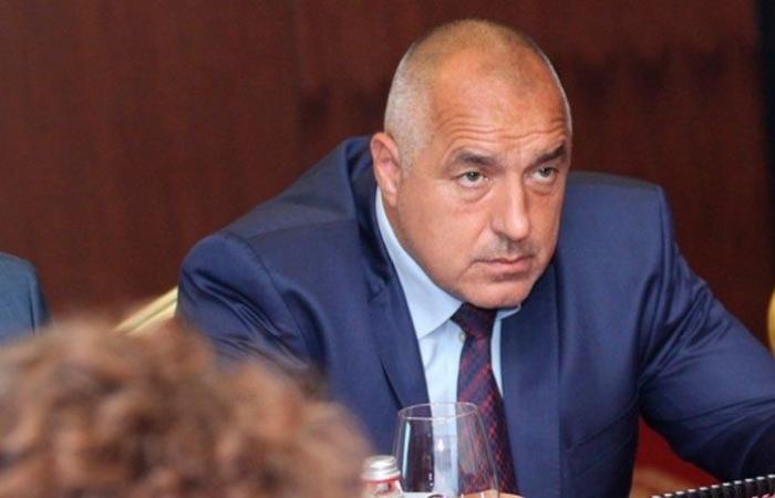 رئيس الوزراء البلغاري ومسؤولون في العزل الصحي