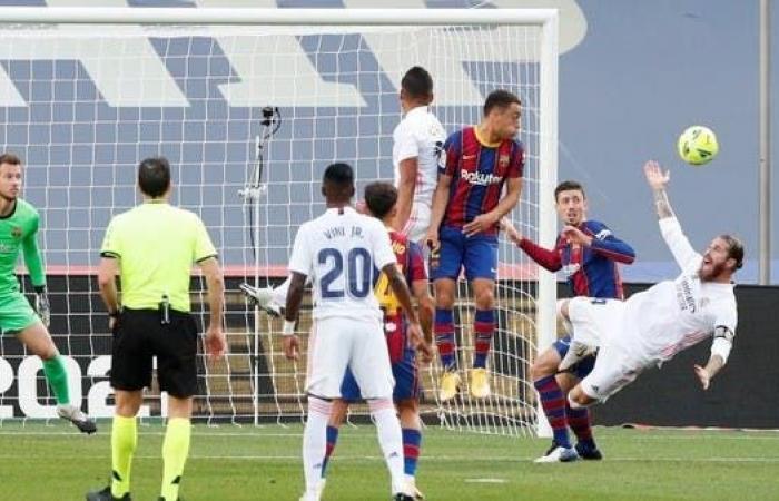 """صحيفة سبورت: الحكم """"سرق"""" مباراة الكلاسيكو من برشلونة"""