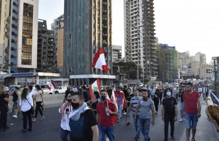 لبنان: قرار بإضراب السائقين رفضاً لرفع الدعم