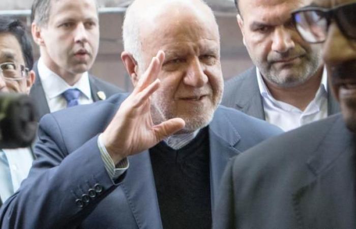واشنطن تشدد حظرها على قطاع النفط الإيراني... وإيران ترد