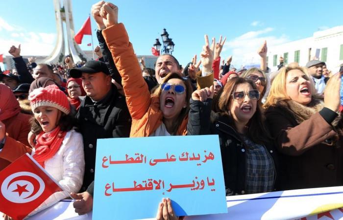 انفلات الأجور يهدد موازنة تونس: توظيف عشوائي