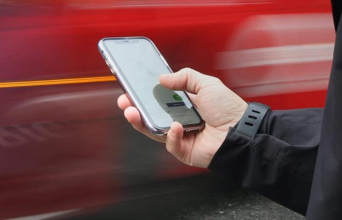 بريطانيا تمنع شركات الاتصالات من بيع الهواتف المقفلة