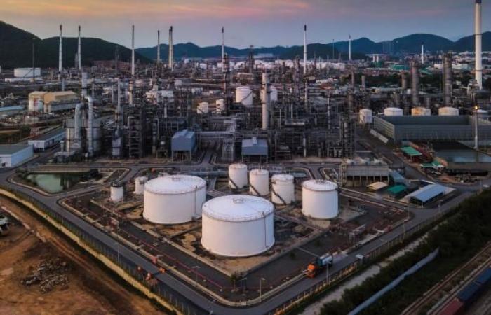 شكوك في الكويت والإمارات والعراق بشأن خفض إنتاج النفط عام 2021