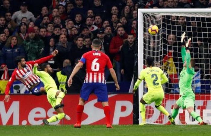 آمال أتلتيكو مدريد تصطدم باختبار برشلونة الصعب