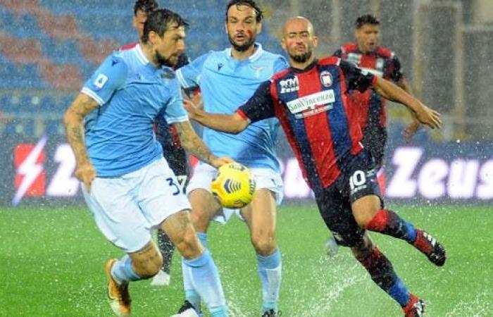 لاتسيو يهزم كروتوني في الدوري الإيطالي