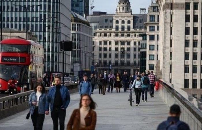 بريطانيا تلغي العزل الذاتي لمخالطي مصابي كورونا