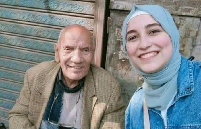 صورة ملأت مواقع التواصل تعيد فناناً مصرياً إلى الأضواء