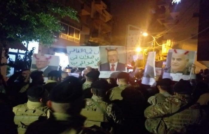 """اعتصام أمام منزل القاضي صوان تحت شعار: """"العدالة لا تتجزأ"""""""