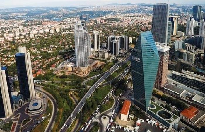 العقوبات تهدد بإغراق اقتصاد تركيا ومزيد من ضعف الليرة
