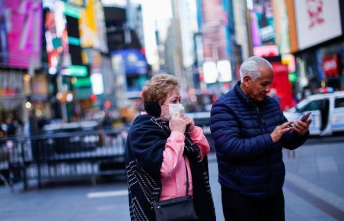 إصابات كورونا في أميركا تقترب من 16 مليونا