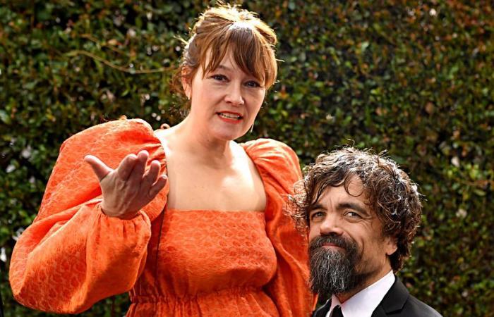 عن العلاقة المميزة التي جمعت نجم Game of Thrones بيتر دينكلاج بزوجته طوال 15 عاماً