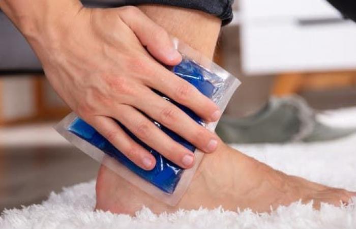 12 علاجاً منزلياً فعالاً لتورم القدمين.. تعرف عليها