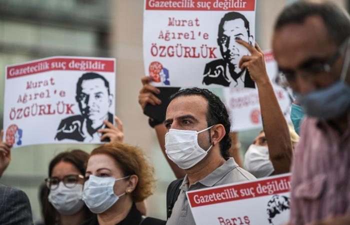 """تركيا تعاقب """"تويتر"""" بحظر الإعلانات على منصتها وبإبطائها"""