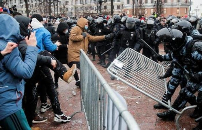 مدن روسيا تنتفض ضد اعتقال نافالني.. واحتجاز أكثر من 2500