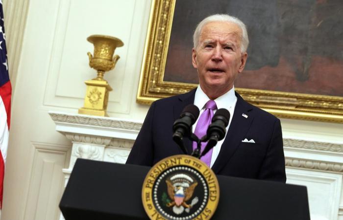 ماكرون لبايدن: مستعدون للتعاون مع الولايات المتحدة حول نووي إيران
