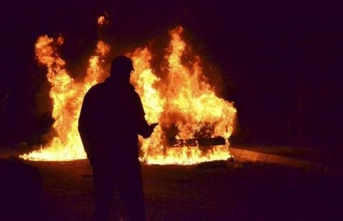لبنان.. محتجون يحرقون مبنى بلدية طرابلس.. وبيان ناري للحريري
