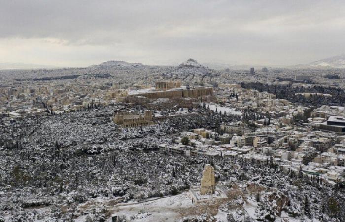 الثلوج تعطّل حملة التلقيح في اليونان