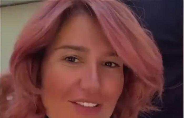 New look هنا شيحة... شعر وردي
