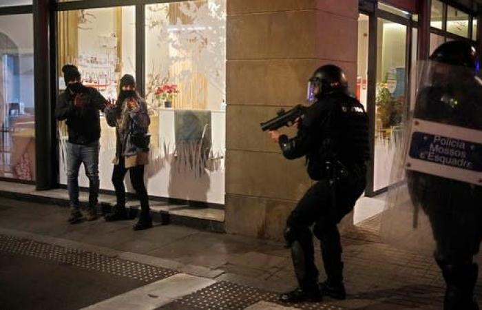 مواجهات لليوم الخامس.. توقيف مغنٍّ يثير سخطا في إسبانيا