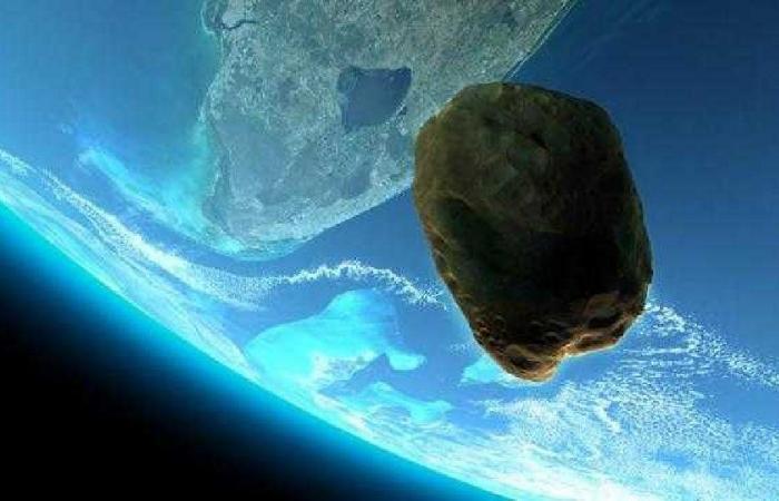 كويكب بحجم ملعب كرة قدم يقترب من الأرض
