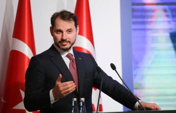 رغم استمرار الأزمة المالية.. أردوغان يمهد لإسناد منصب جديد لصهره