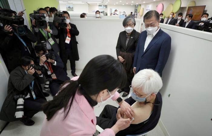 هذا مصير الجرعات المتبقية بقوارير اللقاح بعد استخدامها بكوريا