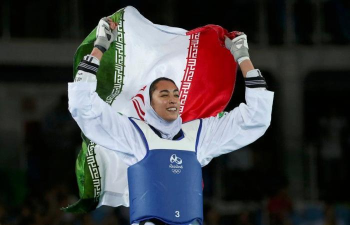 بطلة إيرانية تقرر تمثيل فريق اللاجئين في أولمبياد طوكيو