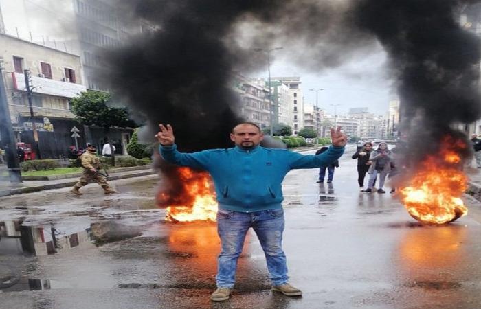 حرق اطارات وقطع طرقات في طرابلس